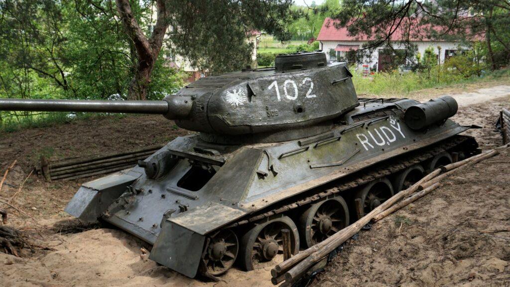 "Czołg średni T-34 ""Rudy"" 102"