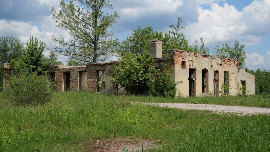 Stara cegielnia tokompleks kilku budynków technicznych