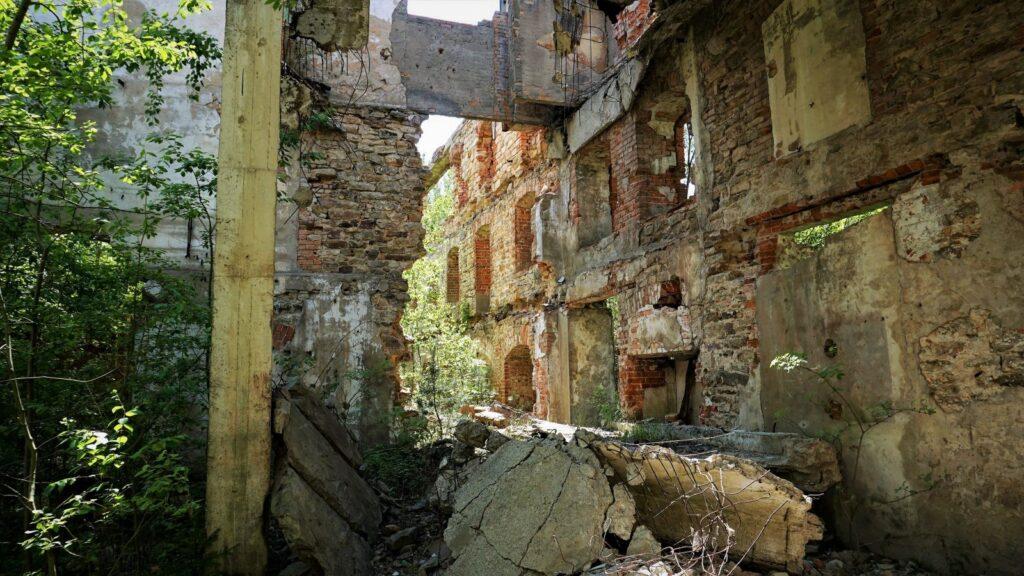 Zapamiętajcie: stara cegielnia niejest bezpiecznym miejscem naurbex