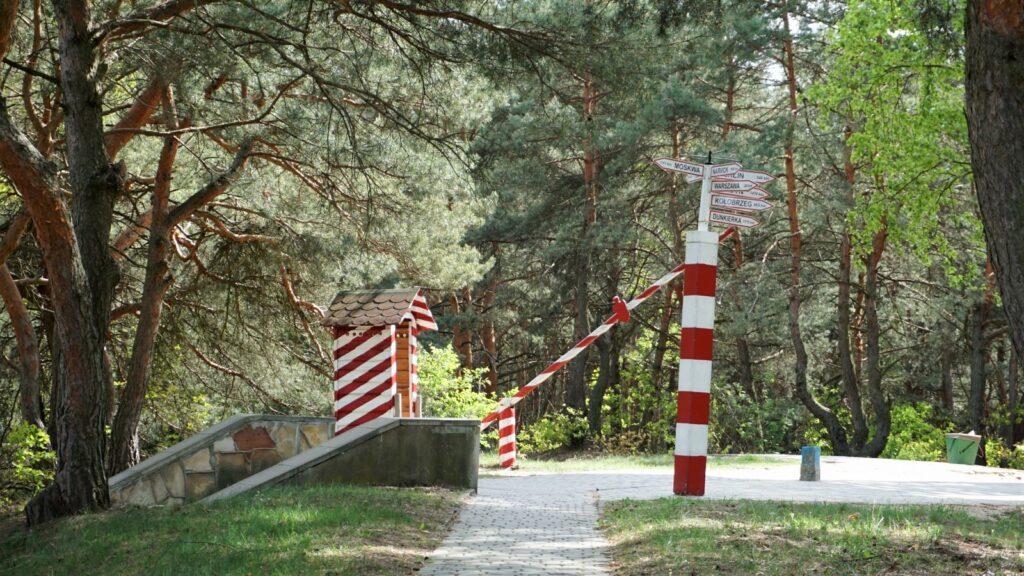 Skansen Bojowy IArmii Wojska Polskiego wMniszewie - wejście przezszlaban