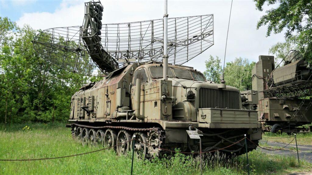 """Stacja radiolokacyjna wykrywania inaprowadzania """"Agata"""" wMuzeum Polskiej Techniki Wojskowej"""