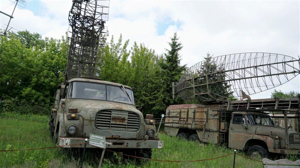 """Stacja radiolokacyjna pomiaru wysokości """"Bożena"""" wMuzeum Polskiej Techniki Wojskowej"""