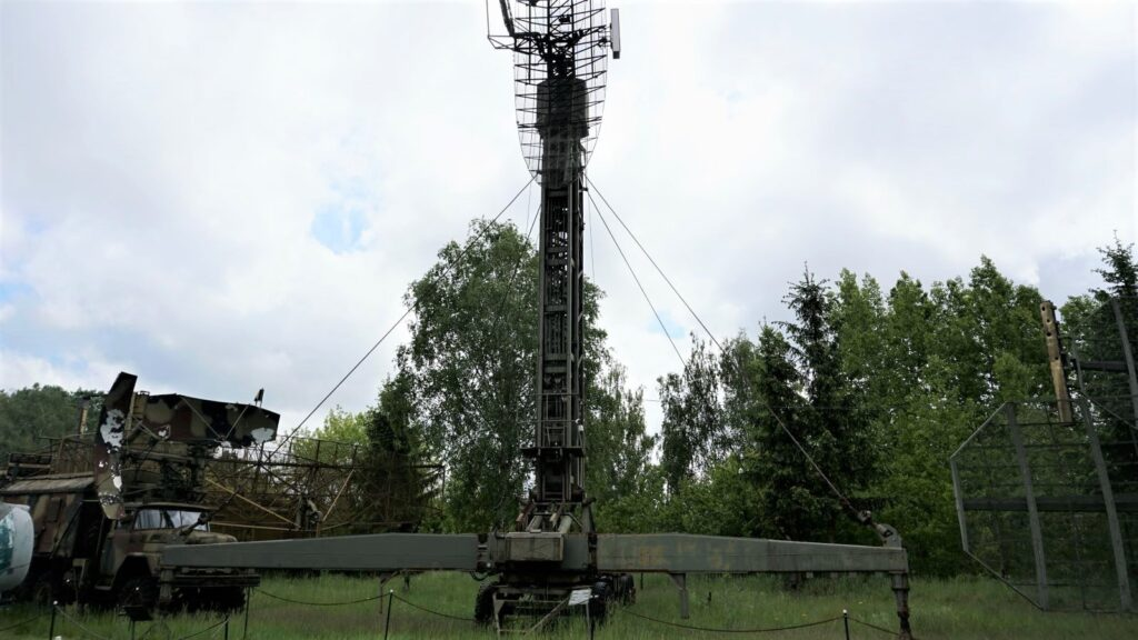 """Stacja radiolokacyjna kontroli rejonu lotniska """"Monika"""" wMuzeum Polskiej Techniki Wojskowej"""