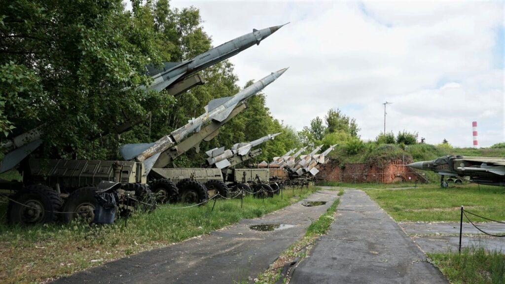 """Wyrzutnie rakiet przeciwlotniczych """"Dźwina"""" i""""Newa"""""""