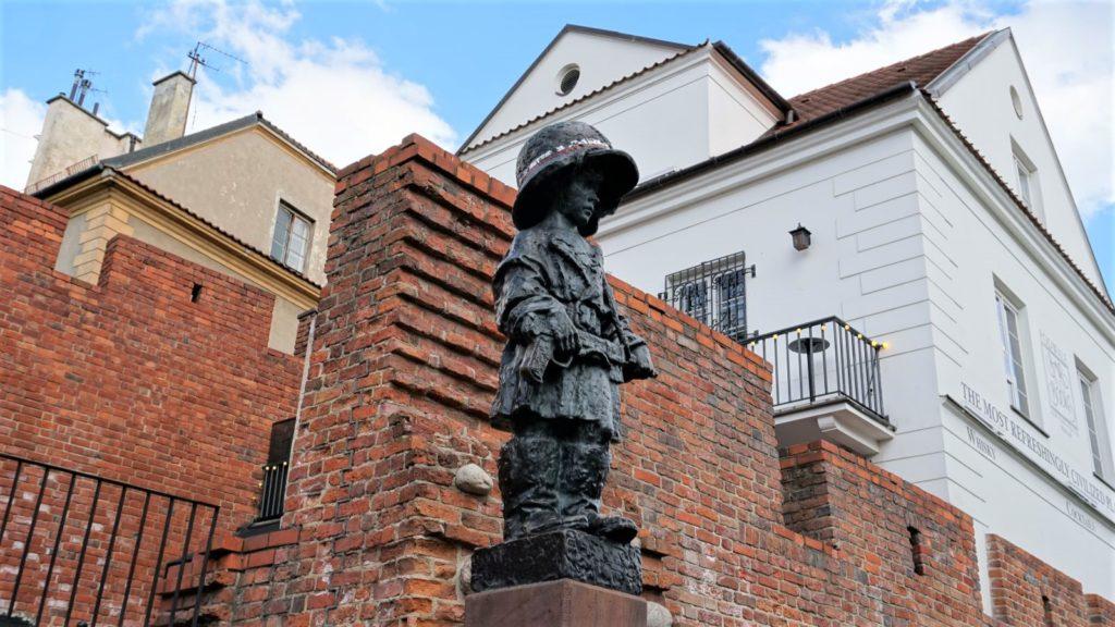 Pomnik Małego Powstańca, Podwale