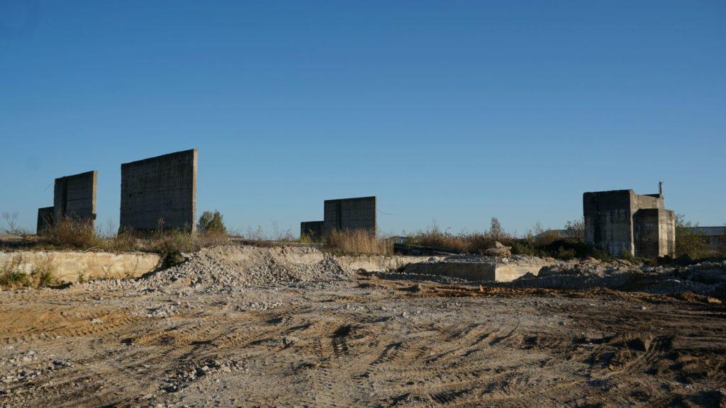 """Ruiny cementowni """"Przyjaźń"""" wWierzbicy"""