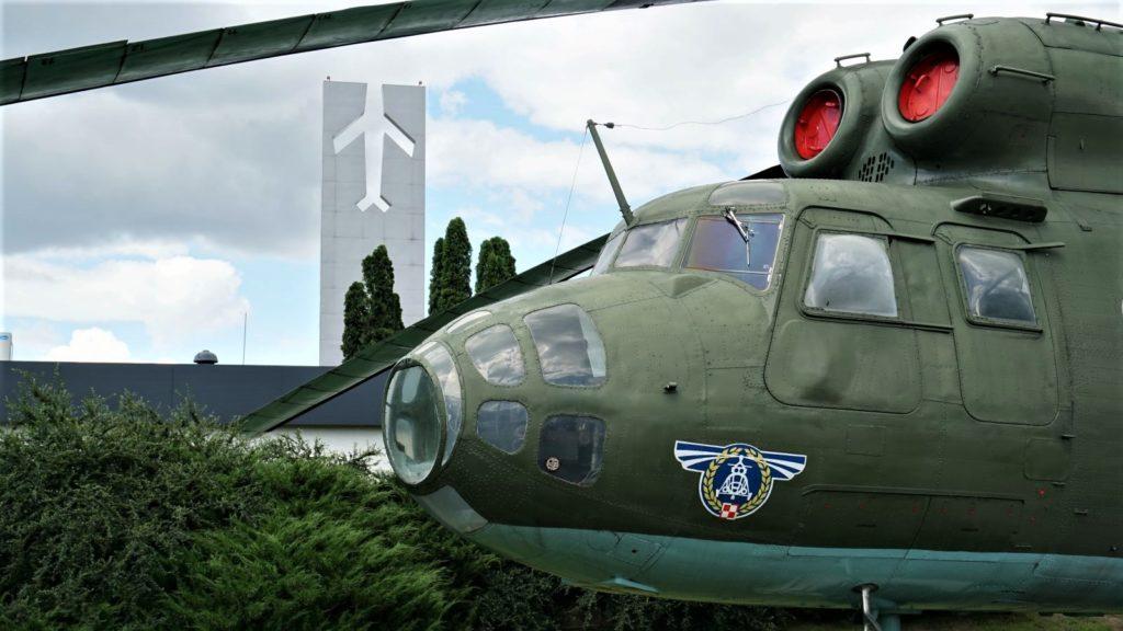 Mi-6A wMuzeum Sił Powietrznych wDęblinie - śmigłowiec można obejrzeć wewnątrz