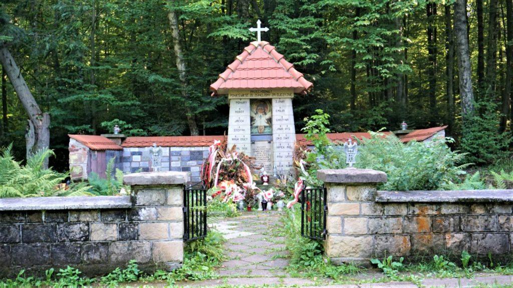 Kapliczka wrezerwacie przyrody Wykus Świętokrzyski Park Narodowy